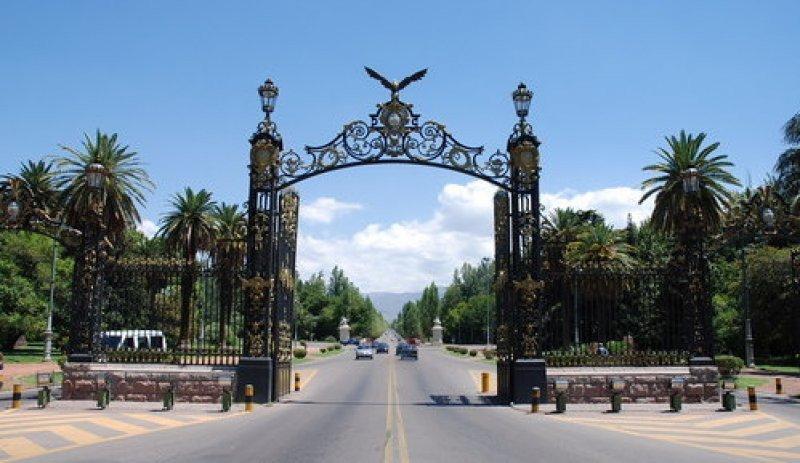 Reserva hotelera del 80% en Mendoza por el partido de futbol Uruguay-Argentina