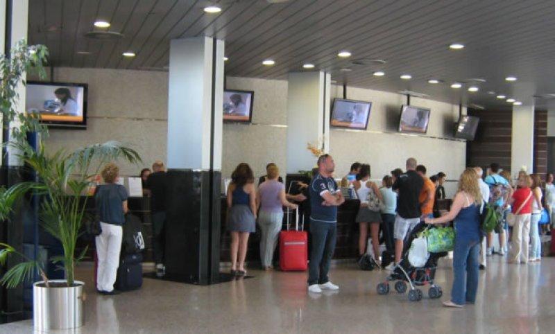 Cayeron las pernoctaciones y el número de viajeros hospedados en Argentina
