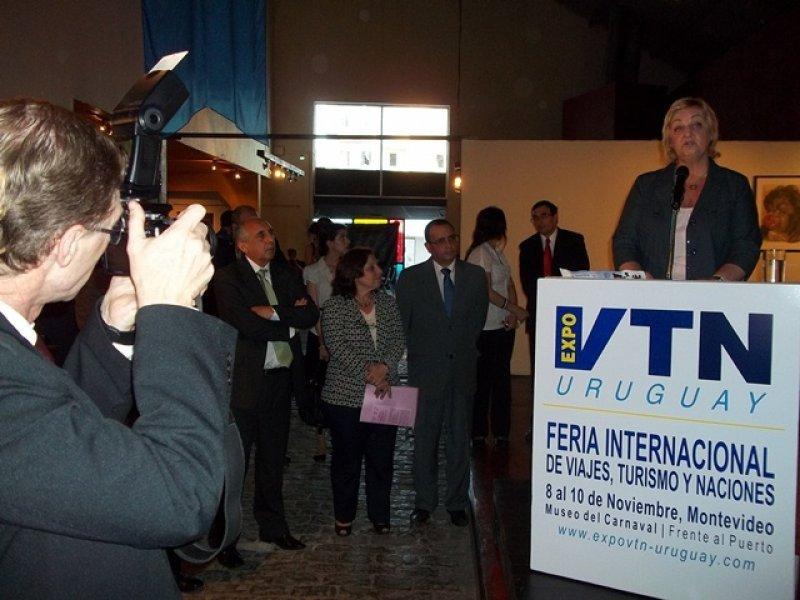 Feria VTN fue inaugurada por ministra Kechichian e intendenta Olivera