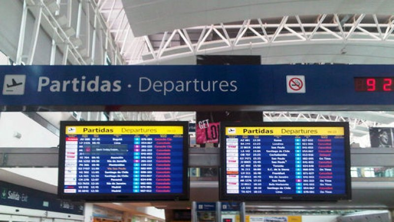 Puente aéreo sufre cancelaciones por paro en Argentina