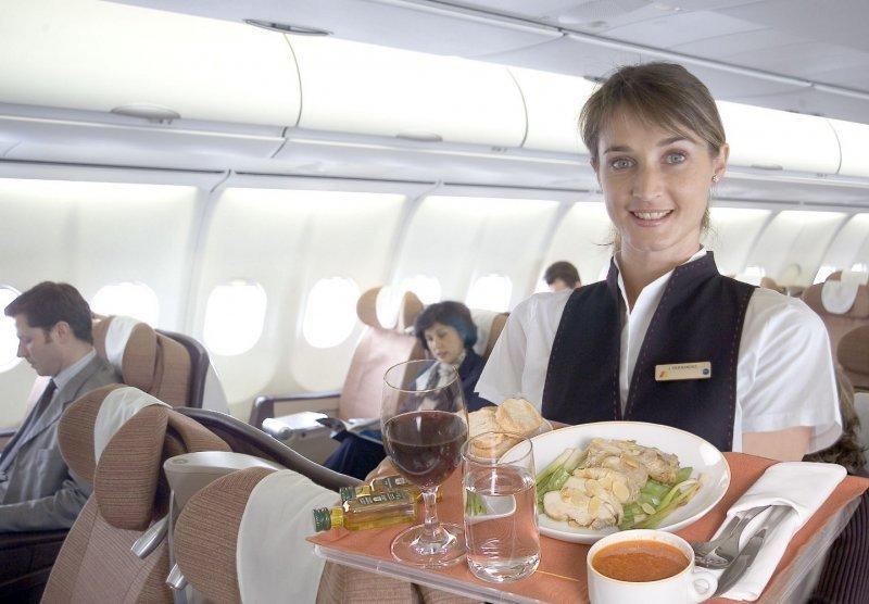 Iberia bajará el sueldo a sus tripulantes entre 30% y 40% y modificará las figuras de azafata y sobrecargo.