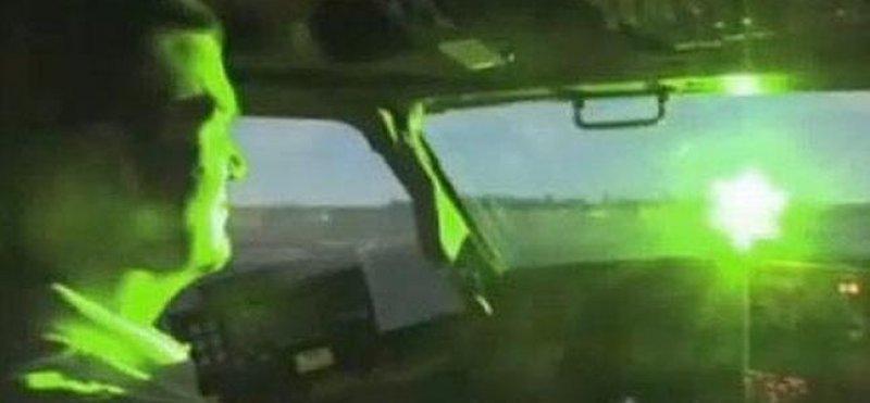Punteros láser encandilan a los pilotos y generan riesgos en aeropuertos