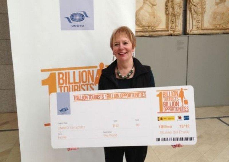 Dale Sheppard-Floyd, en el Museo del Prado de Madrid, donde recibió un recuerdo por ser la turista internacional número 1.000.000.000 del año 2012.