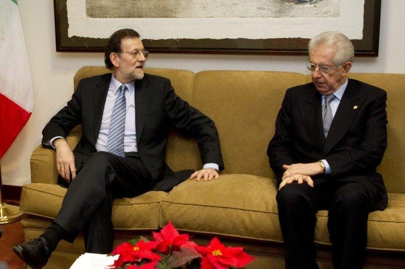 El presidente del Gobierno, Mariano Rajoy, junto al presidente del Consejo de Ministros de Italia, Mario Monti, en Bruselas donde asistieron el 13 de diciembre a la reunión del Consejo Europeo de jefes de Estado y de Gobierno.