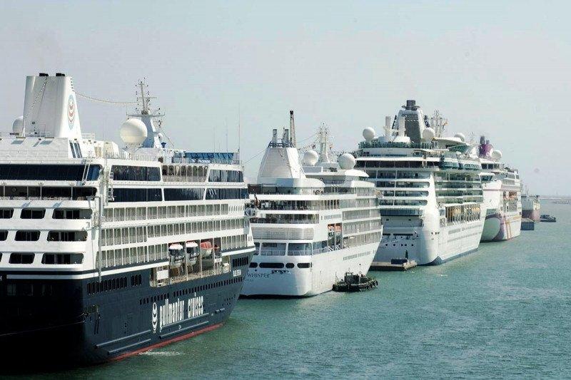 El tráfico de cruceristas en los puertos españoles sigue cayendo en picado