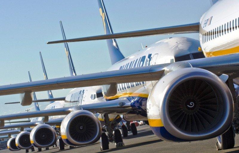 Pilotos de Ryanair votan por tener representación sindical para las negociaciones con la empresa.
