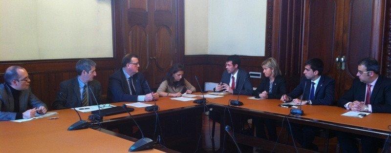 Imagen de la reunión mantenida entre la Generalitat y los municipios catalanes afectados por los cierres temporales de Paradores.