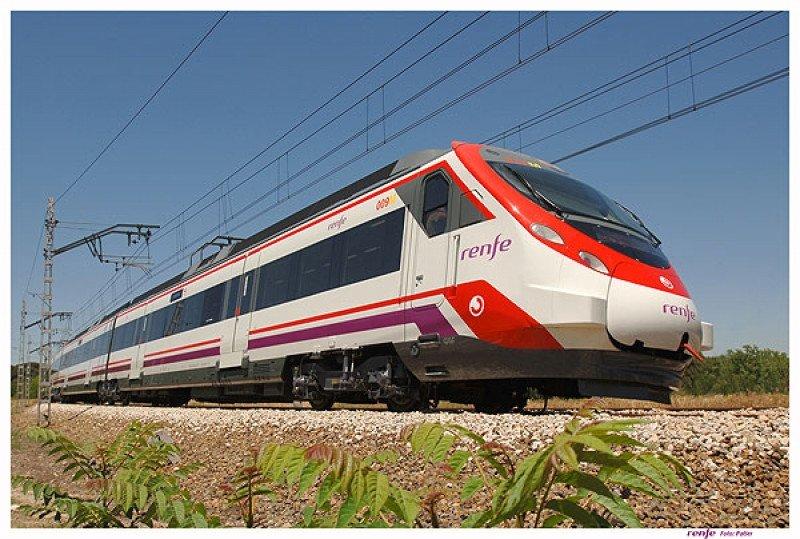 Los servicios de Cercanías y Media Distancia son los que más viajeros transportan, sumando 445 millones de pasajeros frente a los 23 millones del AVE