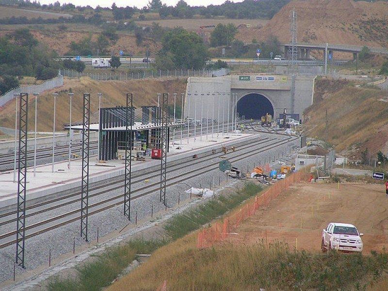 Las obras ferroviarias caen un 52,5%, aunque acaparan el mayor volumen con 1.724,9 millones de euros