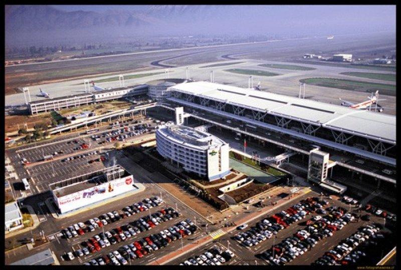 El Aeropuerto Internacional de Santiago tiene un tráfico de unos 10 millones de pasajeros anuales