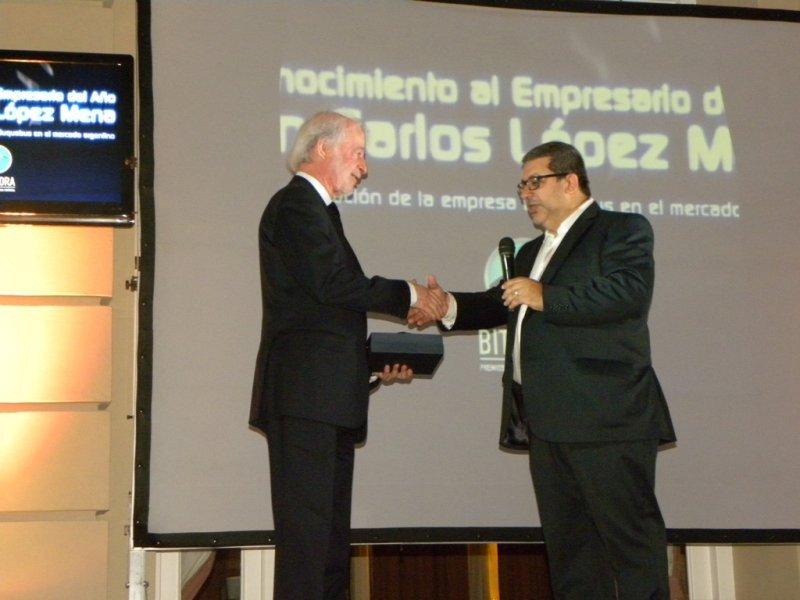 Juan Carlos López Mena recibe el premio como Empresario Turístico del Año