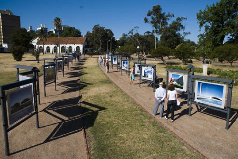 Espacios públicos han sido revitalizados con propuestas culturales como las fotogalerías
