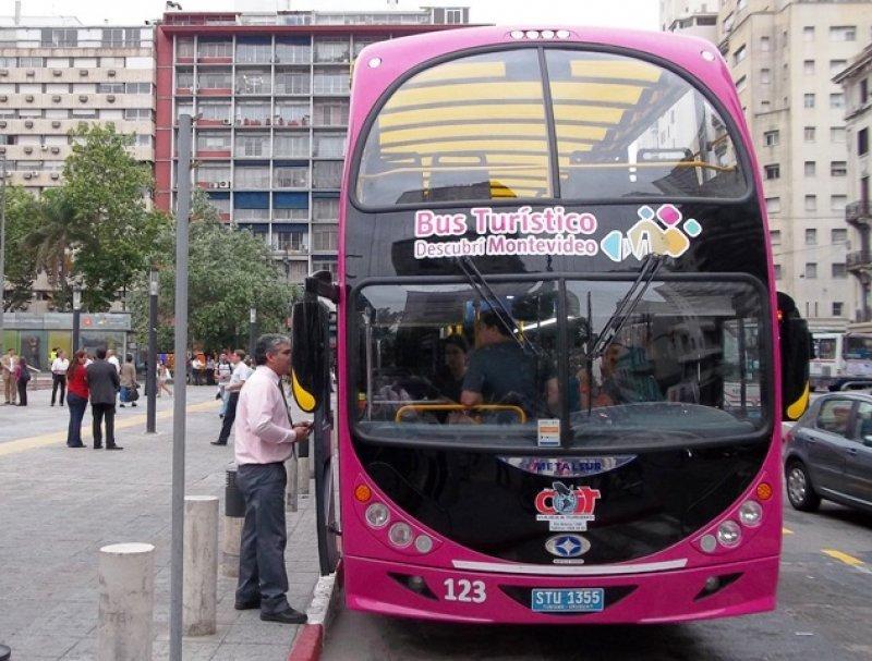 Comienzan a circular los tres ómnibus de dos pisos en Montevideo