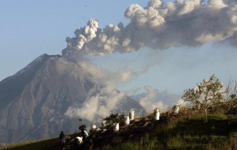 Alerta naranja en Ecuador por erupción del volcán Tungurahua.
