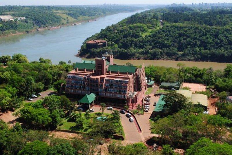 Hotel verde en la zona de Iguazú, en la provincia  de Misiones