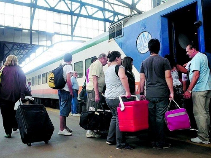 Reactivan servicio de tren que une Mar del Plata con Miramar.