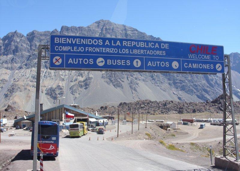 Argentina y Chile: agilizan circulación de turistas en autos alquilados.