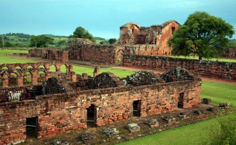 Nuevos fines de semana largos incentivan turismo interno en Paraguay.