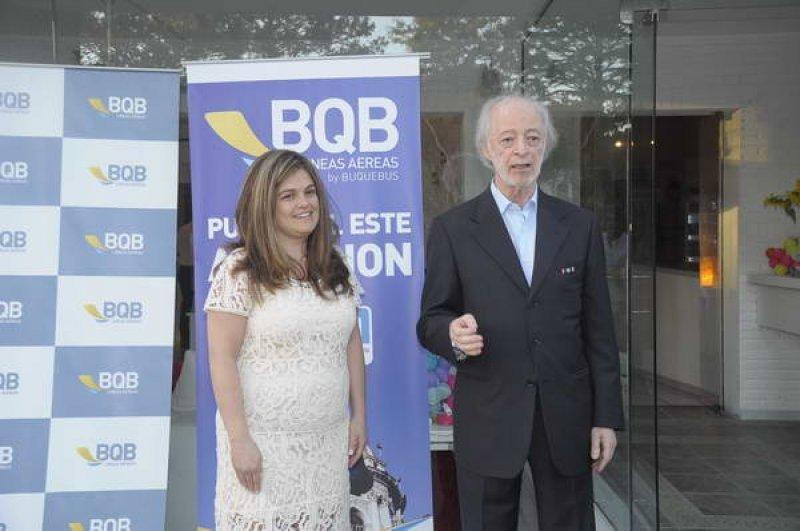 Claudia Fuentes, gerente comercial, y Juan Carlos López Mena en la presentación de la ruta en Punta del Este