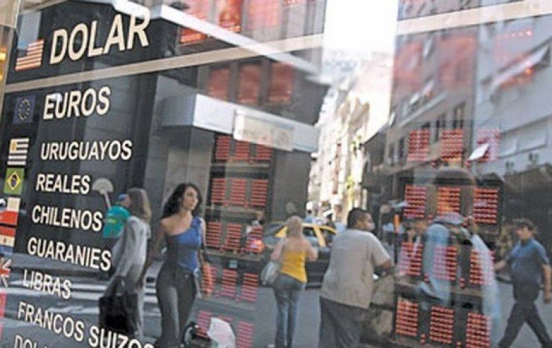 Argentinos perdieron 32,8% de poder de compra en Uruguay