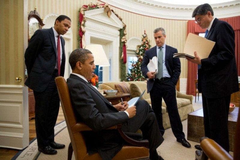 El presidente de EEUU Barack Abama, con sus asesores en la Casa Blanca.