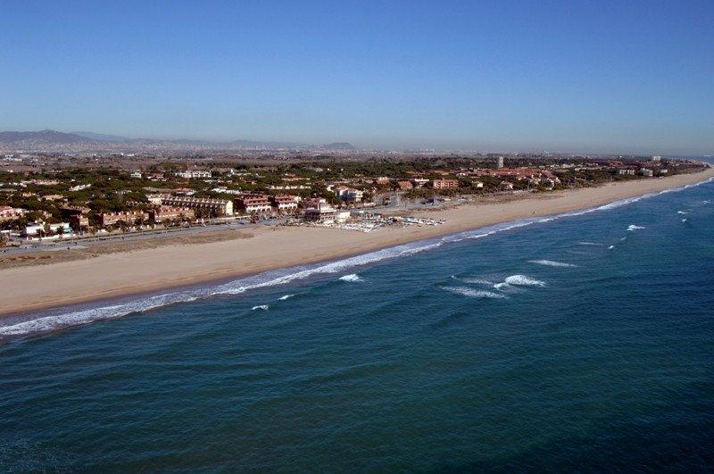 Playa de Castelldefels, a 15 KM al sur de Barcelona.
