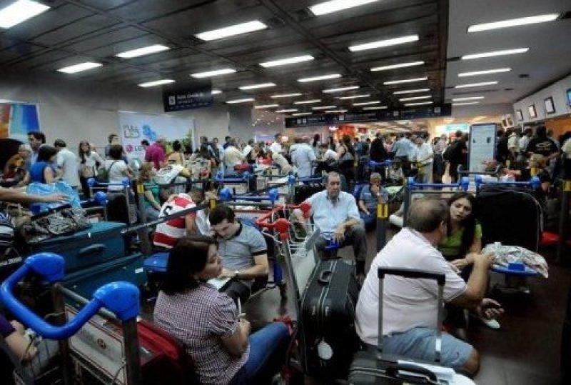 Aerolíneas Argentinas y Austral, bajo amenaza de huelgas