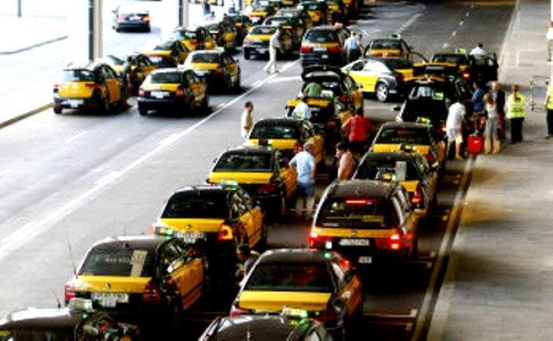 Aeropuerto Barcelona-El Prat, sin taxis por una protesta ante los nuevos turnos