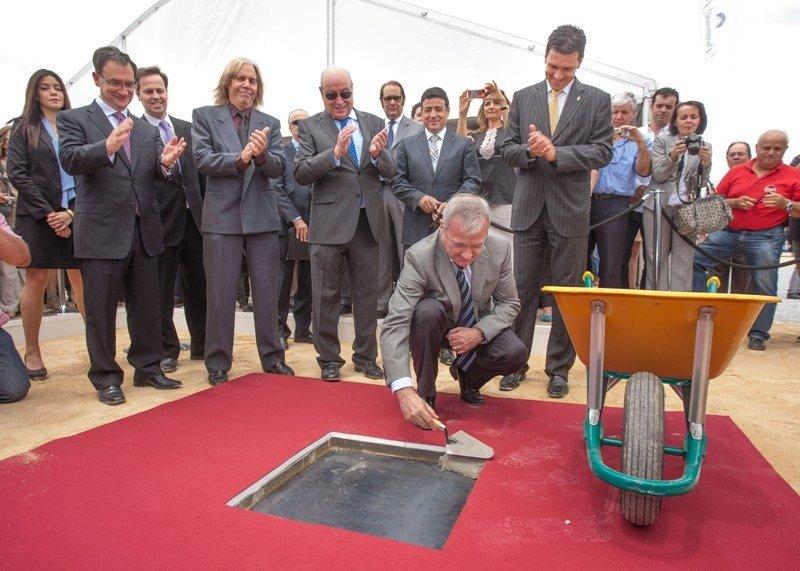 Acto de colocación de la primera piedra del Paramount Park de Murcia, en mayo de 2012.