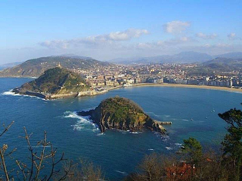 San Sebastián ha cerrado 2012 como un año histórico, gracias a que el descenso de visitantes españoles se ha compensado con el aumento de turistas extranjeros.