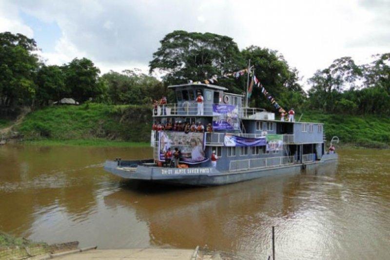 Bolivia inaugura hotel flotante para fomentar el turismo en la región amazónica.