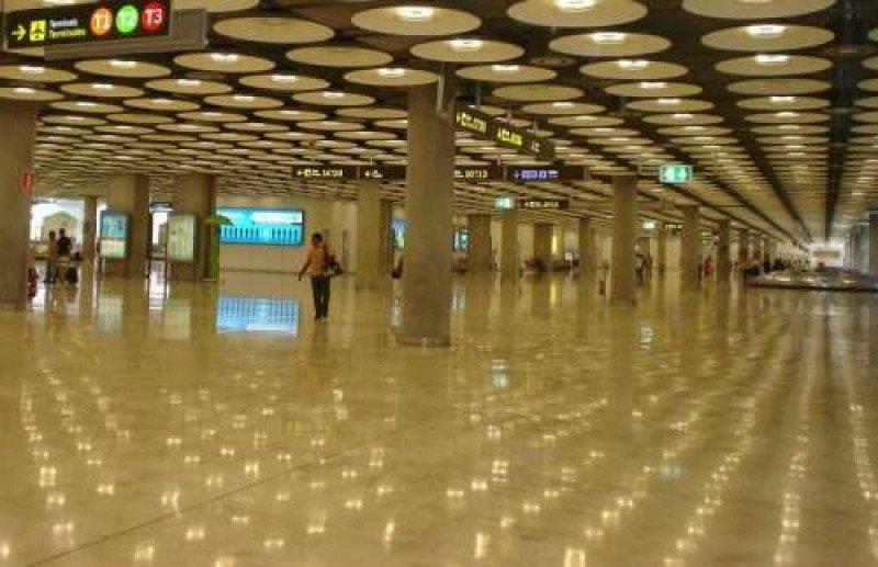 A los trabajadores en huelga de las terminales 1, 2 y 3 se pueden unir los de la T4 a partir del lunes 28.