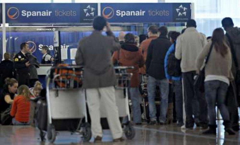 Imágenes de hace ahora un año, cuando se produjo el cierre de Spanair que afectó a 300.000 pasajeros.