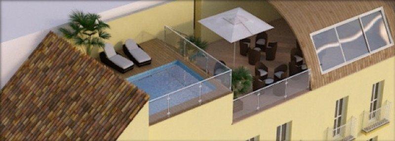 Cuenta con terraza, bar y piscina.