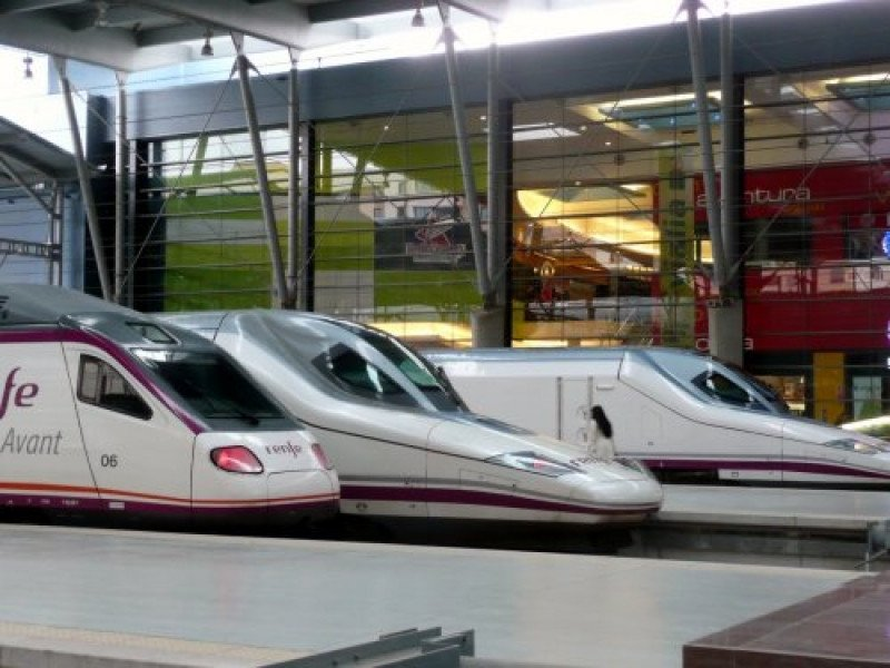 Renfe rebaja todos los billetes del AVE para hacerlo más accesible y aumentar la ocupación de los trenes.