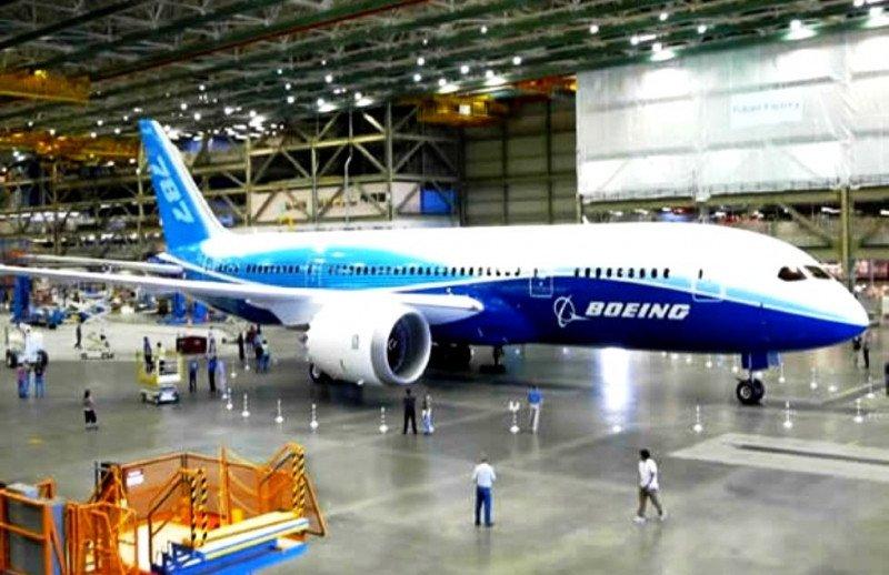 'No ve gran impacto' en sus balances por los problemas del 787 y mantiene sus planes de producción, una vez los resuelva.