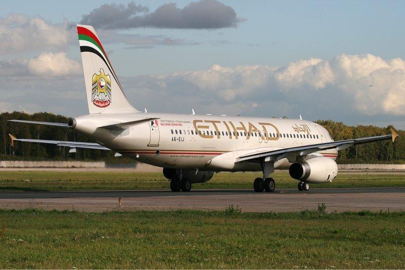 Etihad Airways negocia adquirir el 24% de la aerolínea india Jet Airways.