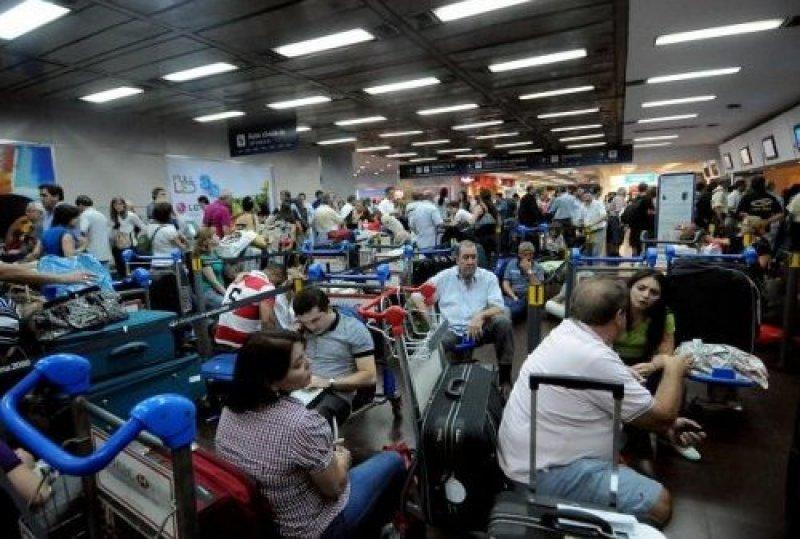 Aeronavegantes de Aerolíneas Argentinas amenazan con un paro general.