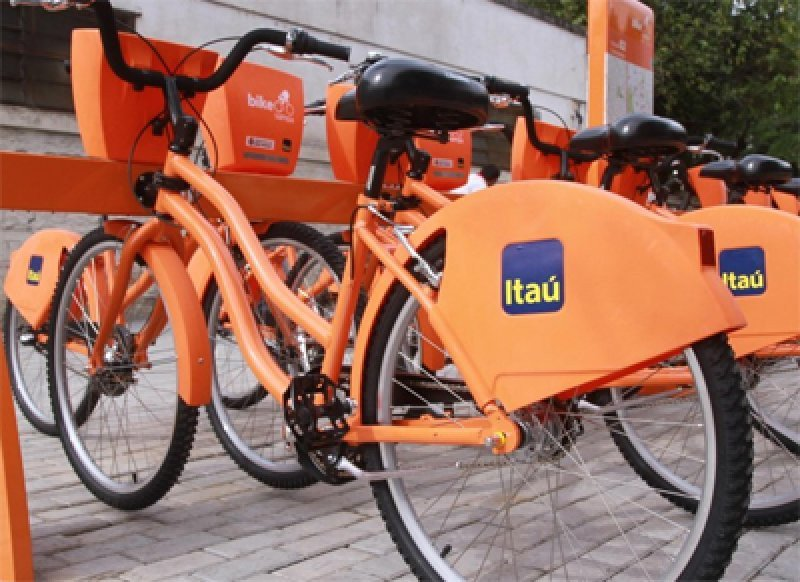 La institución bancaria ofrece 180 bicicletas en cuatro puntos del balneario