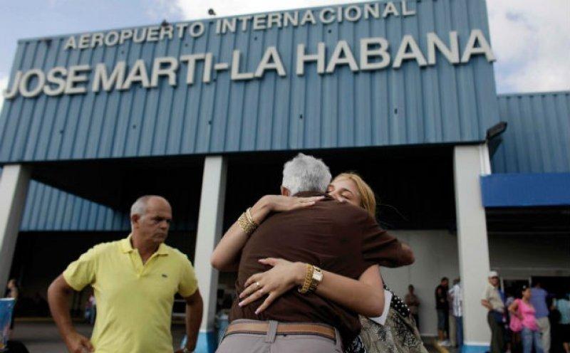 Cubanos podrán salir del país sin necesidad de contar con una 'carta de invitación'.