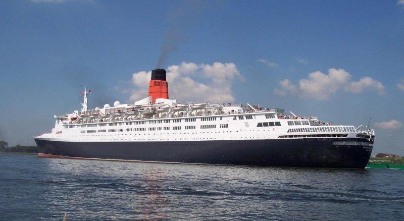 Convertirán crucero Queen Elizabeth 2 en hotel flotante.