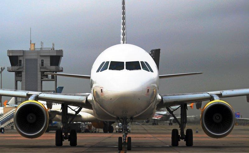 Uruguay rebaja un 8% el precio del combustible para aviones.