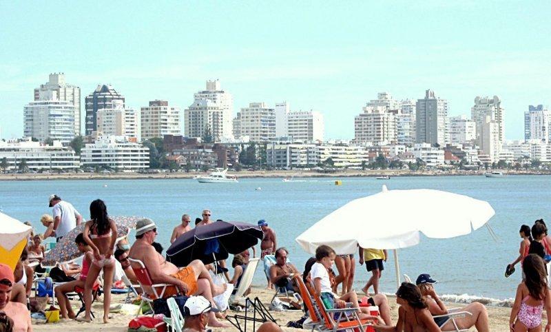 Más de US$ 2.000 millones ingresaron por turismo a Uruguay.