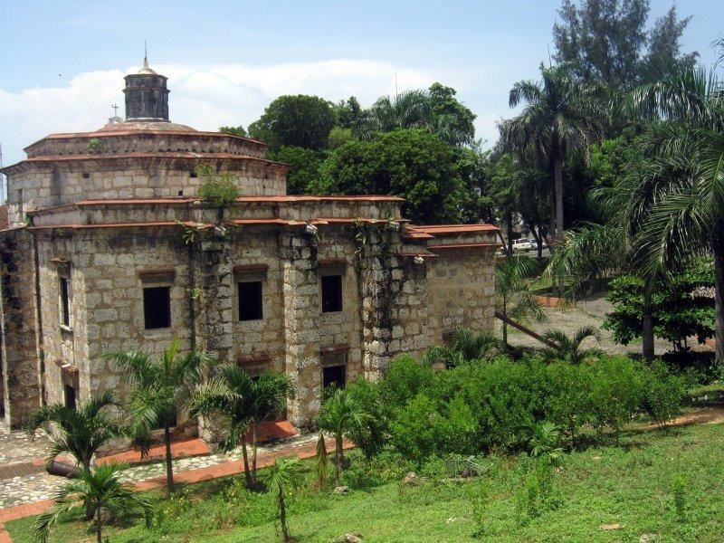 La obra incluye la remodelación de la antigua iglesia Santa Bárbara.