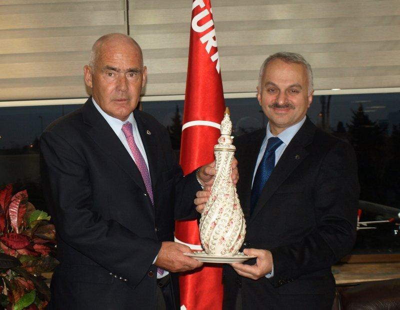 El ministro de Turismo de la Nación, Enrique Meyer y el CEO de  Turkish Airlines, Temel Kotil.