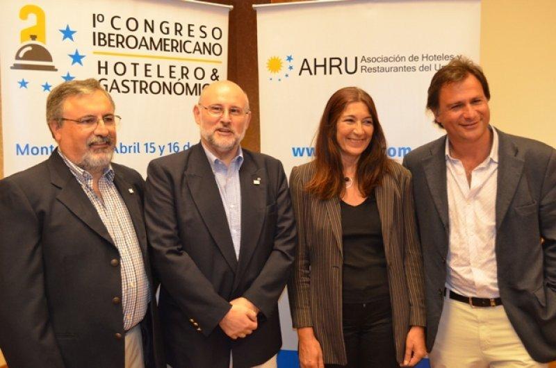 Francisco Rodríguez Cabo, Juan Martínez, Hyara Rodríguez y Guillermo Arcani