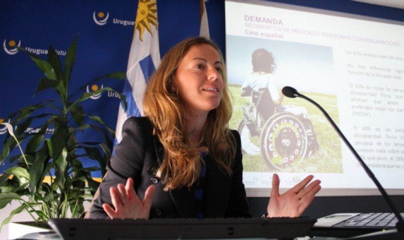 María Medina Higuera presentando su diagnóstico