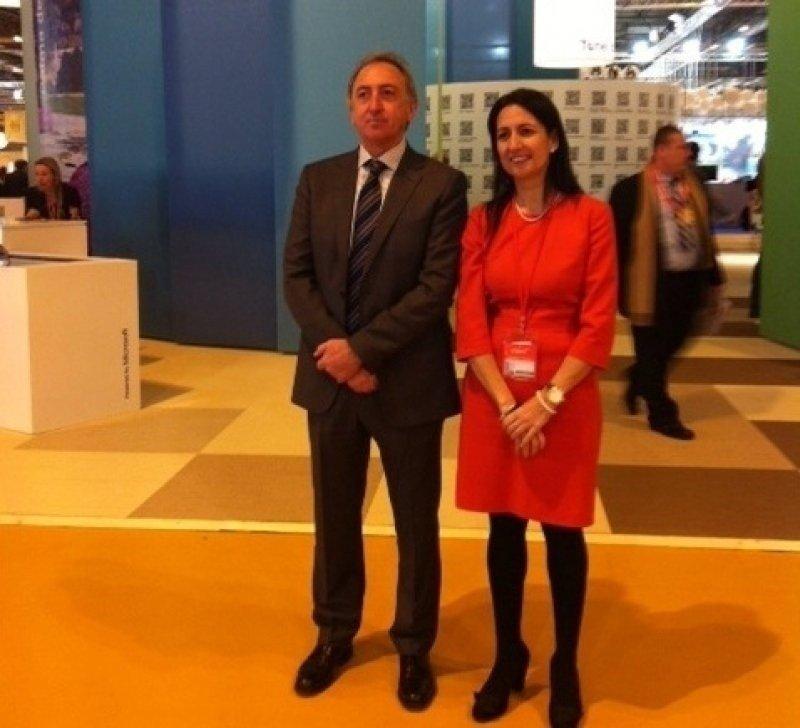 El presidente y la gerente de la FEHM ayer en Fitur.