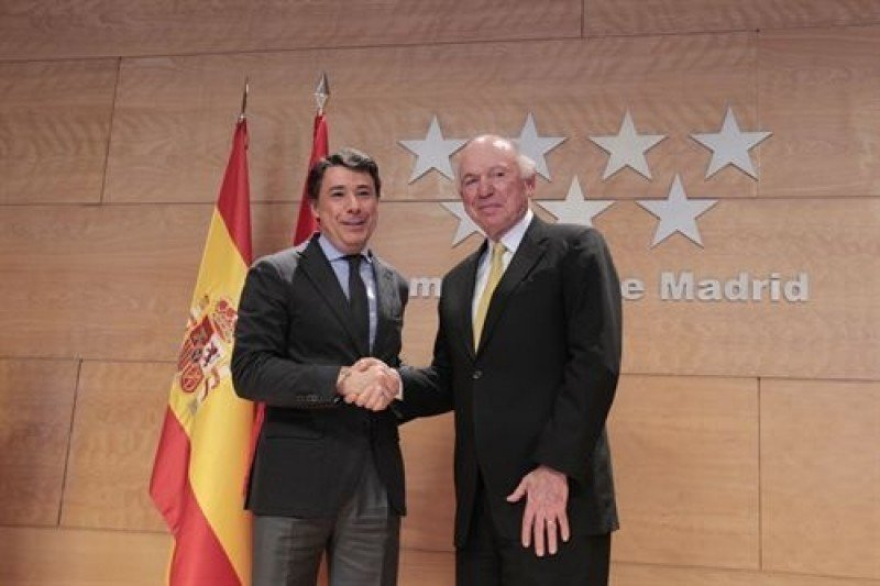 El presidente de la Comunidad de Madrid, Ignacio González, y el consejero delegado de Las Vegas Sands, Michael Leven, tras anunciar la ubicación de Eurovegas en Alcorcón.