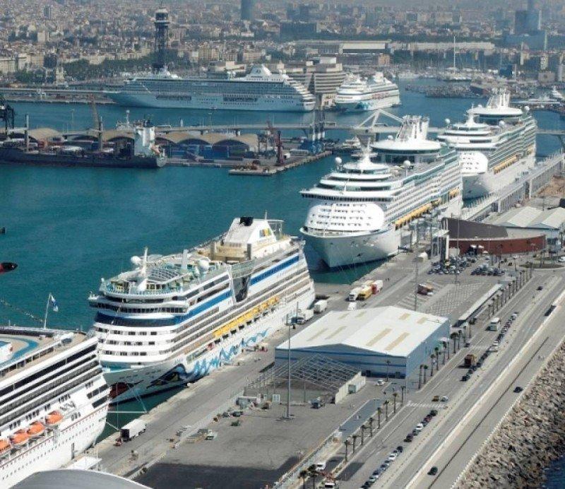 Barcelona, el primer puerto de España, ha cerrado 2012 con un descenso de su tráfico de cruceristas del 8,84%.